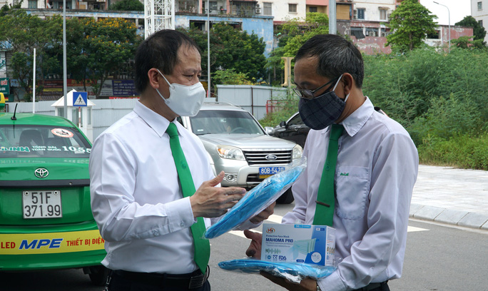 Người dân Hà Nội làm gì để gọi được taxi Mai Linh đưa đi cấp cứu hoặc đón ra viện? - Ảnh 1.