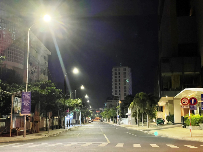 Nha Trang đêm đầu tiên áp dụng lệnh cấm ra đường - Ảnh 5.