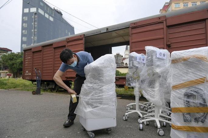 Thiết bị y tế hiện đại trang bị cho 100 giường hồi sức từ Hà Nội vào TP HCM - Ảnh 1.
