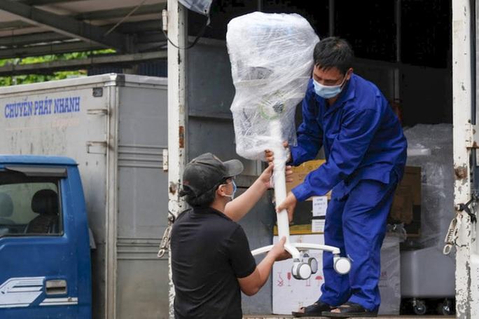 Thiết bị y tế hiện đại trang bị cho 100 giường hồi sức từ Hà Nội vào TP HCM - Ảnh 2.