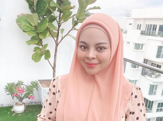 Malaysia: Nữ ca sĩ mắc Covid-19 qua đời 3 ngày sau sinh - Ảnh 4.