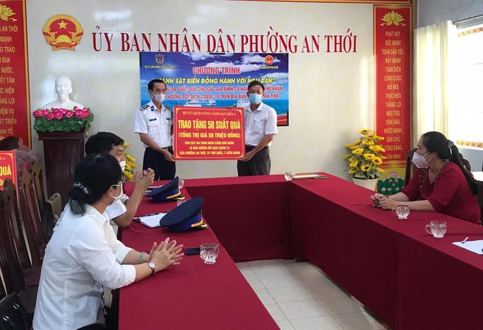 Cảnh sát biển và biên phòng ở Kiên Giang giúp dân nghèo ổn định cuộc sống - Ảnh 3.