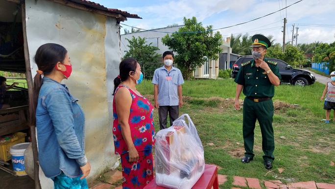 Cảnh sát biển và biên phòng ở Kiên Giang giúp dân nghèo ổn định cuộc sống - Ảnh 7.