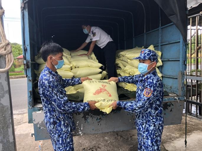 Cảnh sát biển và biên phòng ở Kiên Giang giúp dân nghèo ổn định cuộc sống - Ảnh 1.