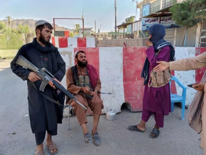 Afghanistan: Taliban cách thủ đô 11 km, phó tổng thống bỏ trốn? - Ảnh 1.