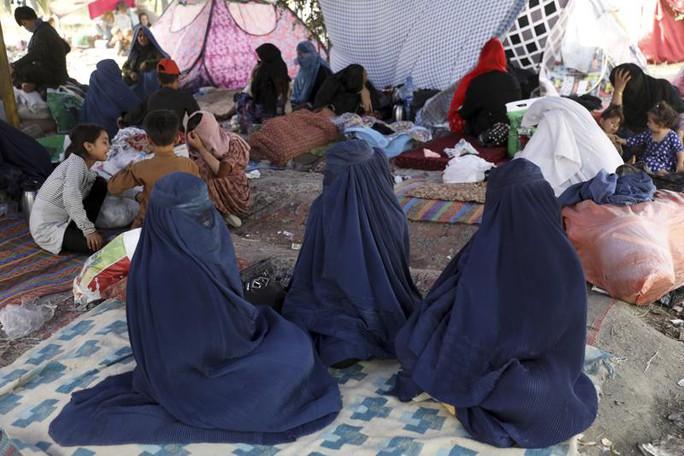 Afghanistan: Taliban cách thủ đô 11 km, phó tổng thống bỏ trốn? - Ảnh 2.