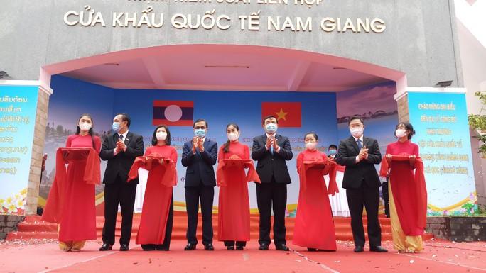 Khai trương Cửa khẩu quốc tế Nam Giang - Đắc Tà Oọc - Ảnh 1.