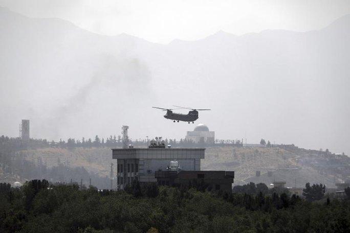 Taliban tiến vào Kabul, chính phủ Afghanistan đối mặt lựa chọn khó khăn - Ảnh 1.
