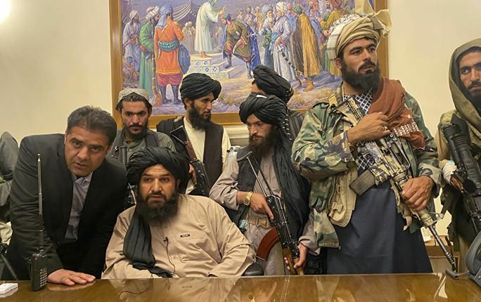 Nga: Tổng thống Afghanistan rời đất nước với những chiếc xe đầy tiền - Ảnh 2.
