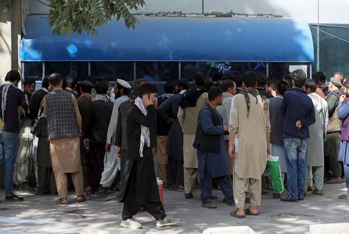 Tổng thống Afghanistan ra đi để cứu dân khỏi đổ máu - Ảnh 4.