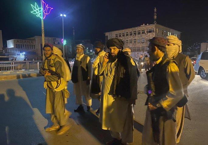 Tổng thống Afghanistan ra đi để cứu dân khỏi đổ máu - Ảnh 8.