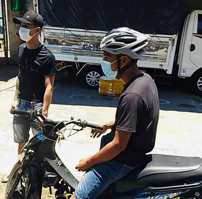 Đà Nẵng: Hai nam thanh niên ra đường không lý do bị đề xuất phạt 15 triệu đồng - Ảnh 1.