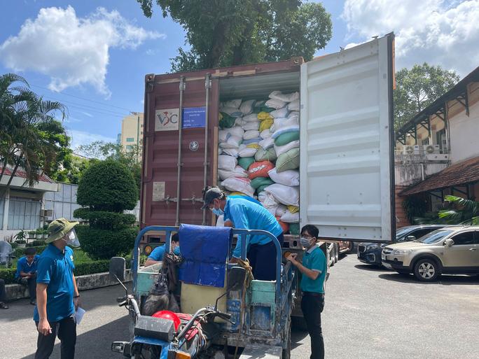 Đề xuất Chính phủ cấp hơn 130.000 tấn gạo hỗ trợ cho trên 8,6 triệu dân bị ảnh hưởng Covid-19 - Ảnh 1.