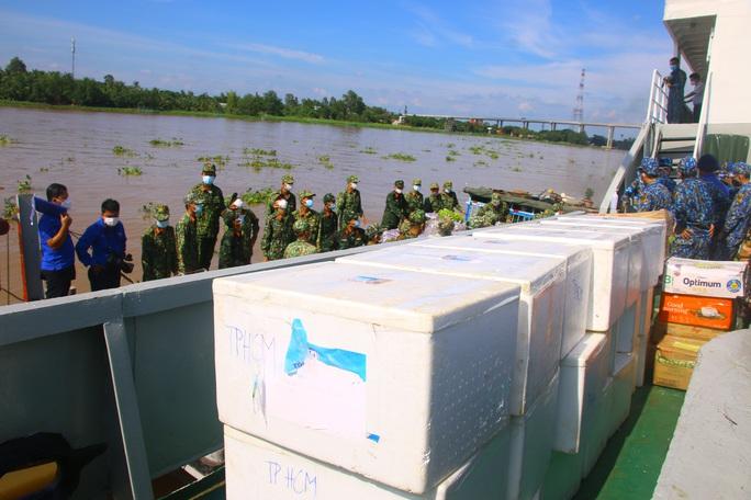Hải quân kết nối tiêu thụ hơn 60 tấn nông sản cho Đồng Tháp - Ảnh 7.