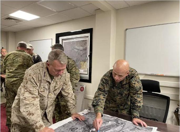 Mỹ công bố những bức ảnh đầu tiên về cuộc sơ tán khỏi Afghanistan - Ảnh 8.