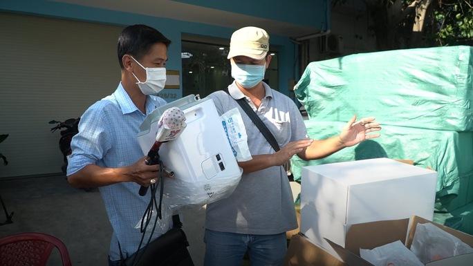 Hơn 300.000 máy tạo, đo oxy, khẩu trang Trung Quốc nghi nhập lậu vào TP HCM - Ảnh 1.