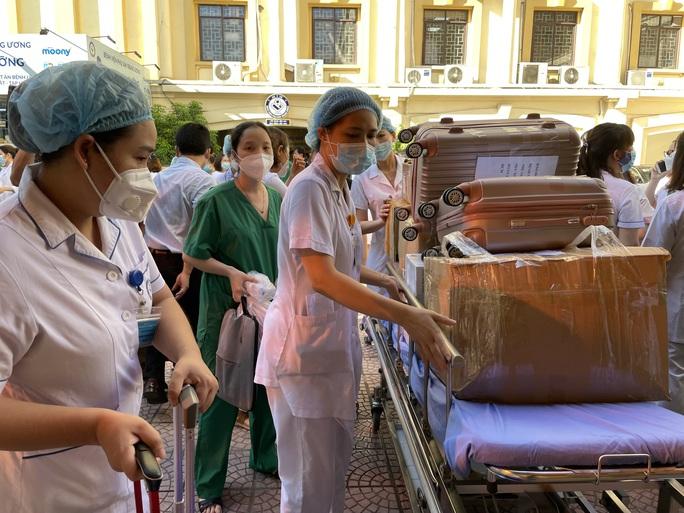 122 thầy thuốc Bệnh viện Phụ sản Trung ương lên đường vào miền Nam hỗ trợ chống dịch Covid-19 - Ảnh 11.