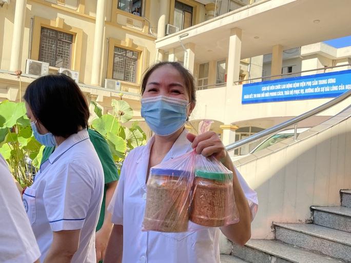 122 thầy thuốc Bệnh viện Phụ sản Trung ương lên đường vào miền Nam hỗ trợ chống dịch Covid-19 - Ảnh 10.