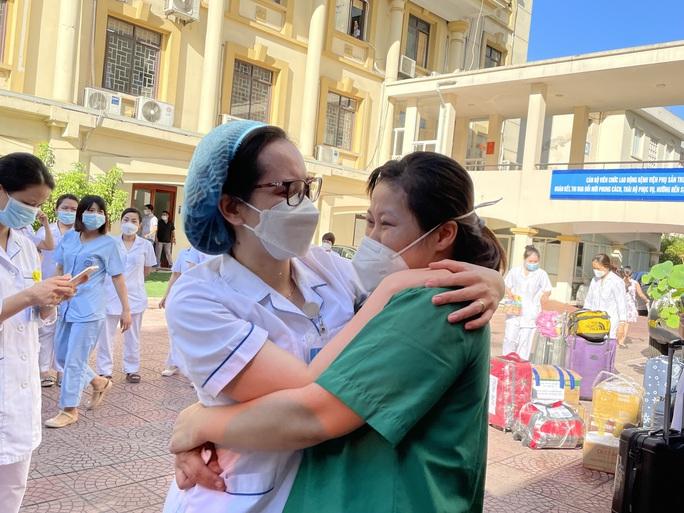 122 thầy thuốc Bệnh viện Phụ sản Trung ương lên đường vào miền Nam hỗ trợ chống dịch Covid-19 - Ảnh 3.