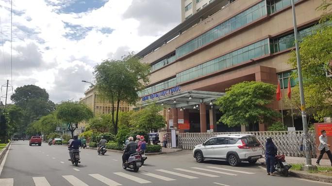 Bệnh viện Đại học Y Dược TP HCM lên tiếng về việc tiêm vắc-xin thu phí lùm xùm trên mạng - Ảnh 1.