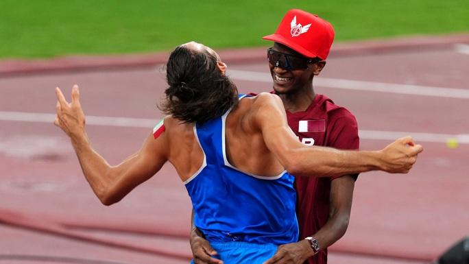Chia sẻ HCV, 2 nhà vô địch nhảy cao khiến thế giới ngả mũ thán phục - Ảnh 5.