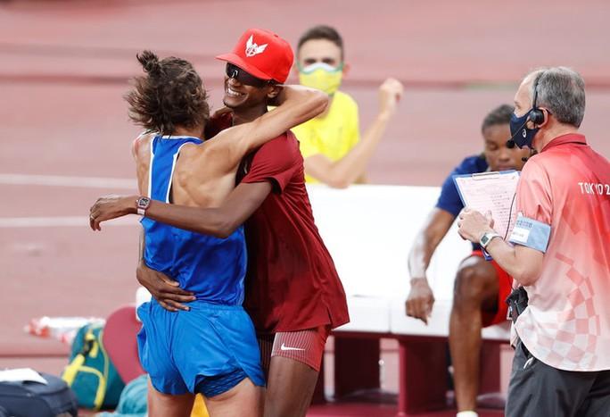 Chia sẻ HCV, 2 nhà vô địch nhảy cao khiến thế giới ngả mũ thán phục - Ảnh 3.