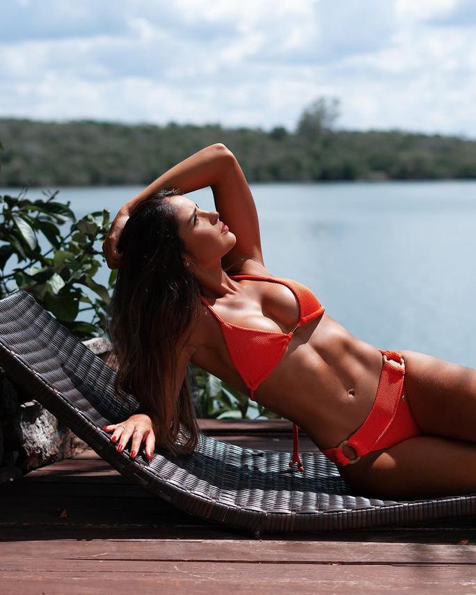 Đường cong bốc lửa của tân Hoa hậu Thế giới Brazil - Ảnh 3.