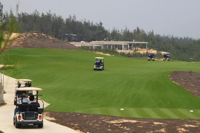 Cục phó Cục thuế Bình Định giải trình không trung thực vụ đánh golf giữa lệnh cấm? - Ảnh 2.