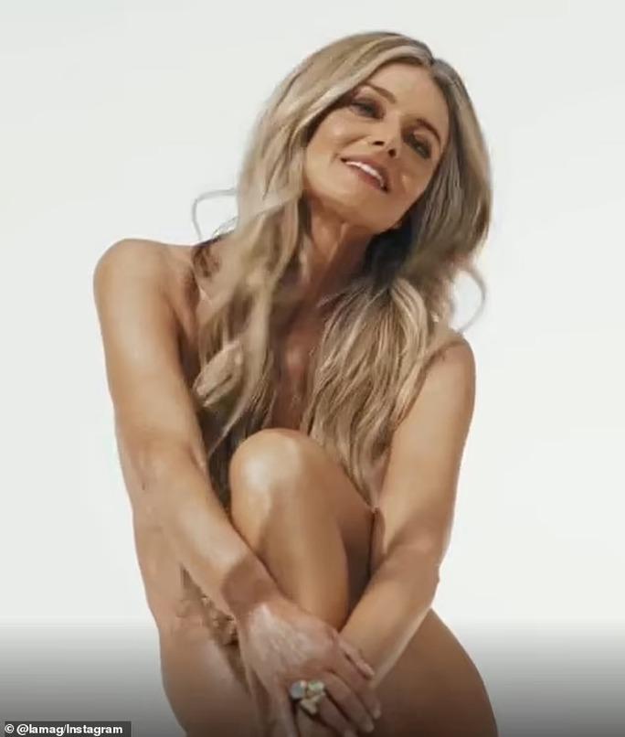 Siêu mẫu Paulina Porizkova khỏa thân lúc... 56 tuổi - Ảnh 2.