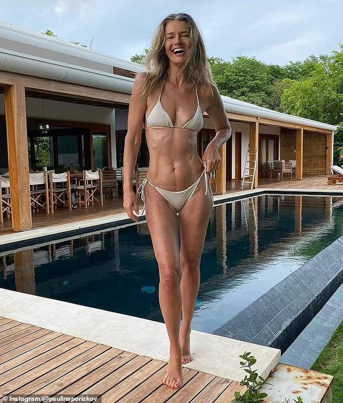 Siêu mẫu Paulina Porizkova khỏa thân lúc... 56 tuổi - Ảnh 7.