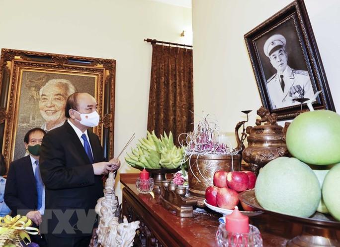 Chủ tịch nước dâng hương tưởng niệm 110 năm Ngày sinh Đại tướng Võ Nguyên Giáp - Ảnh 2.