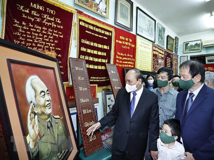 Chủ tịch nước dâng hương tưởng niệm 110 năm Ngày sinh Đại tướng Võ Nguyên Giáp - Ảnh 5.
