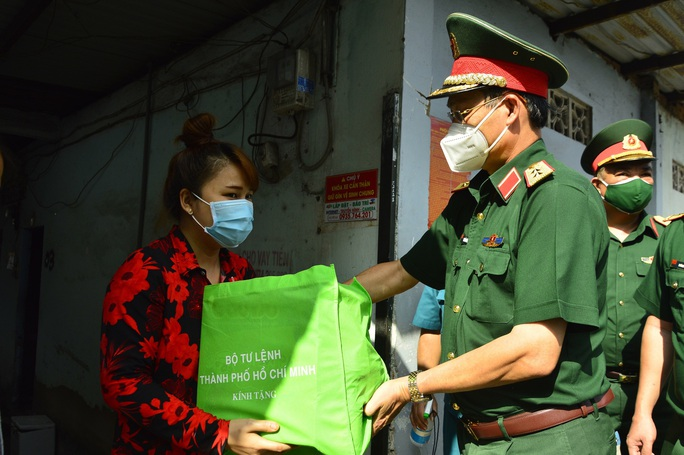 TP HCM: Quân đội hỗ trợ công an trấn áp, xử lý đối tượng chống người thi hành công vụ - Ảnh 1.