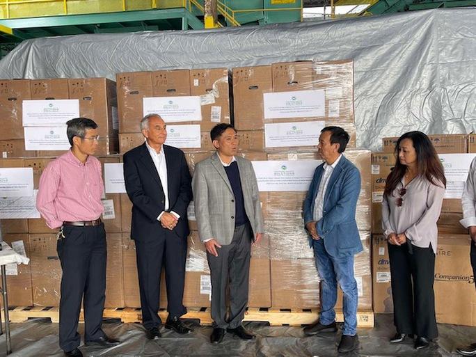 CWS trao tặng 250 máy trợ thở cho Việt Nam - Ảnh 1.