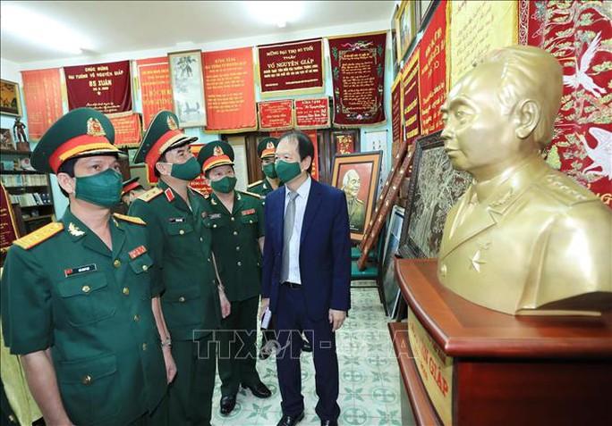 Dâng hương tưởng niệm Đại tướng Võ Nguyên Giáp - Ảnh 5.