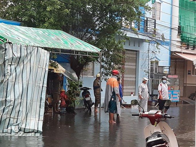 Nhân viên y tế ở Phú Quốc nghi mắc Covid-19, thợ hớt tóc tại Cà Mau dương tính - Ảnh 2.