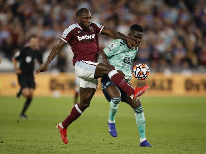 Thắng tưng bừng Leicester, West Ham soán ngôi đầu bảng Ngoại hạng - Ảnh 1.