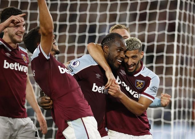 Thắng tưng bừng Leicester, West Ham soán ngôi đầu bảng Ngoại hạng - Ảnh 7.