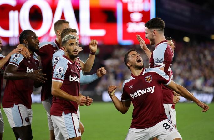 Thắng tưng bừng Leicester, West Ham soán ngôi đầu bảng Ngoại hạng - Ảnh 2.