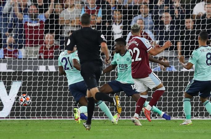 Thắng tưng bừng Leicester, West Ham soán ngôi đầu bảng Ngoại hạng - Ảnh 5.