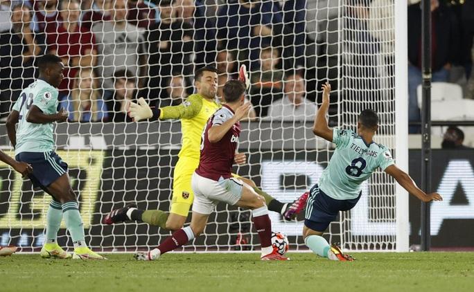 Thắng tưng bừng Leicester, West Ham soán ngôi đầu bảng Ngoại hạng - Ảnh 6.