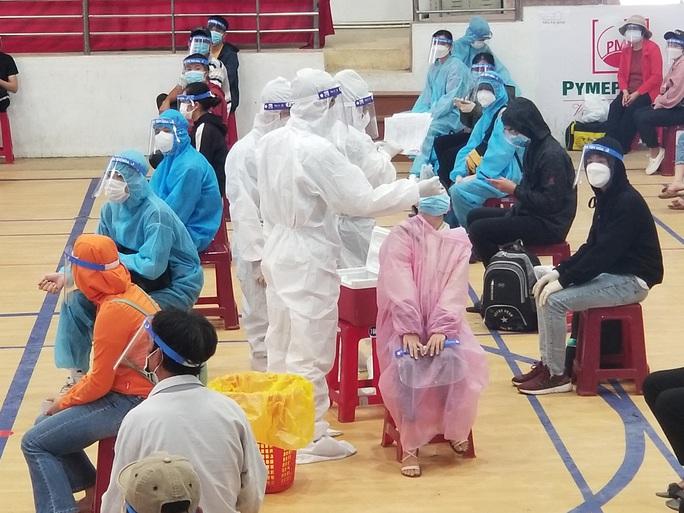 669 người dân Phú Yên từ TP HCM tiếp tục được đưa về quê - Ảnh 1.