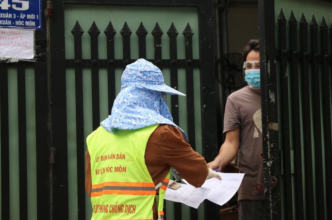 Cận cảnh tổ công tác 3 trong 1 ở huyện ngoại thành TP HCM - Ảnh 6.