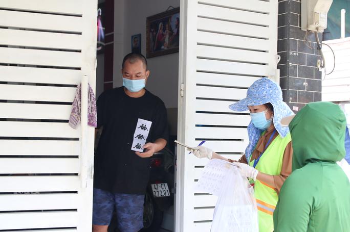Cận cảnh tổ công tác 3 trong 1 ở huyện ngoại thành TP HCM - Ảnh 7.