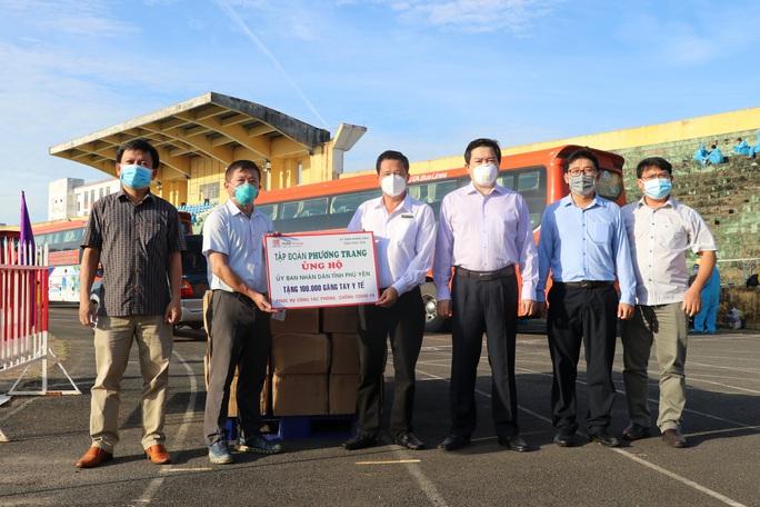669 người dân Phú Yên từ TP HCM tiếp tục được đưa về quê - Ảnh 2.