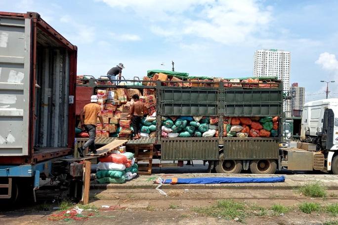 105 tấn nông sản đi tàu hoả vào TP HCM hỗ trợ người dân chống dịch Covid-19 - Ảnh 2.