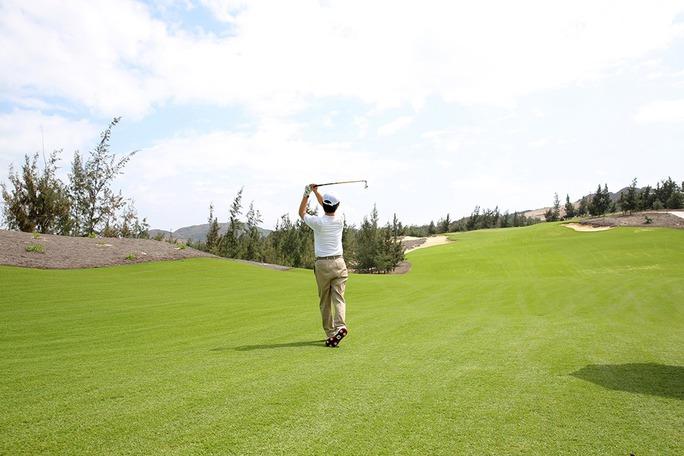 Vì sao vẫn chưa kết luận vụ quan chức Bình Định chơi golf giữa lệnh cấm? - Ảnh 3.