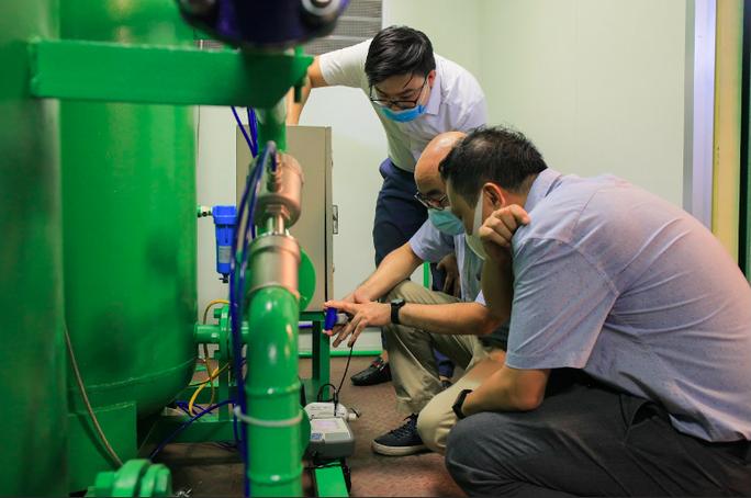 Thử nghiệm hệ thống cung cấp oxy cho trạm hồi sức cấp cứu dã chiến  ở Đồng Nai và Bình Dương - Ảnh 2.