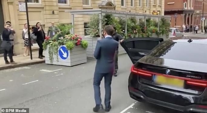 Tom Cruise tức giận vì bị trộm xe lẫn hành lý - Ảnh 3.