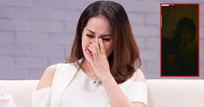 4 giờ sáng, Khánh Thi livestream khóc lóc khiến nhiều người hoang mang - Ảnh 1.